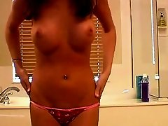 Hot Webcam Teen Takes A Bath
